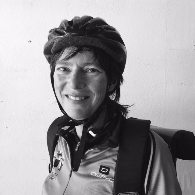 portretfoto fietskoerier inge karen wassenaar